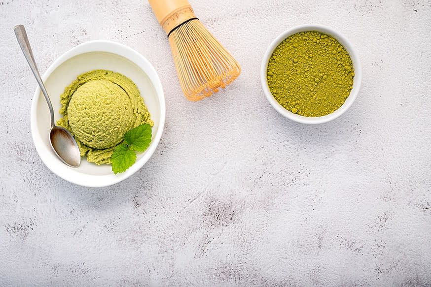 Preparación helado té matcha